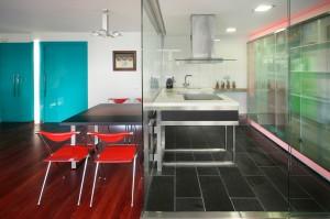 Interiorismo en Barcelona Interior Studio - Cocina con cabina de cristal - Rehabilitación de interiores y reformas integrales de viviendas
